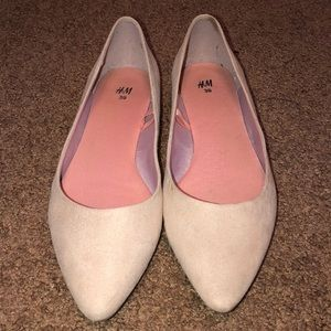 Pointed toe woman's flats